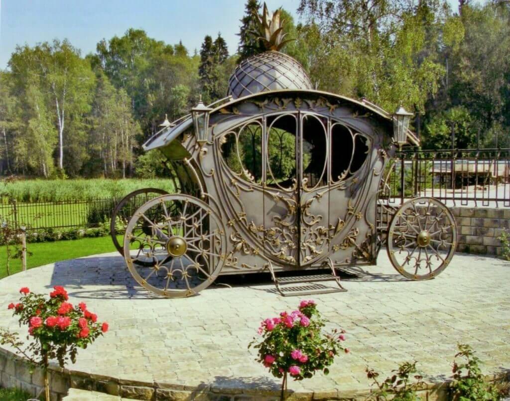 Павильон в форме кареты