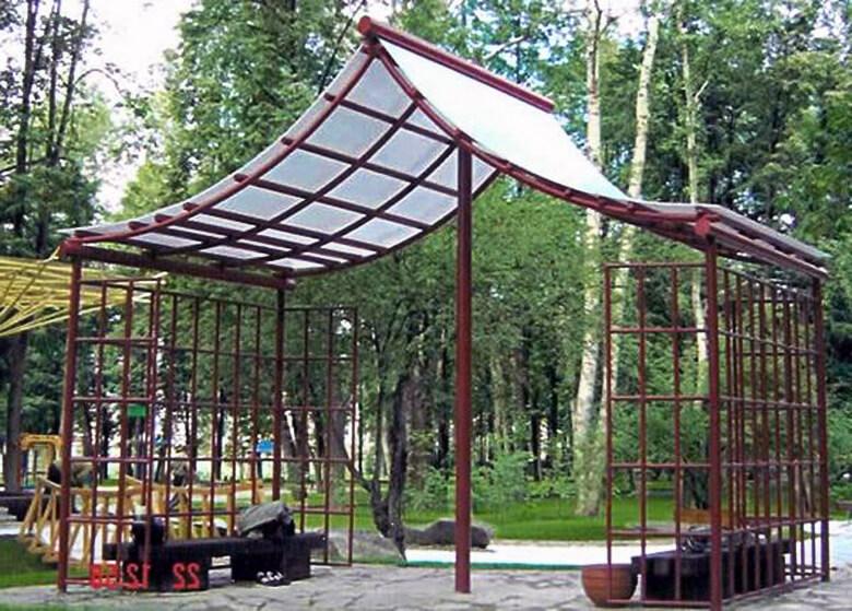 Садовая постройка из поликарбоната в восточном стиле