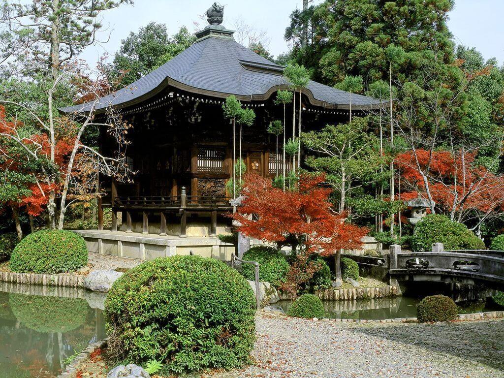 Японская беседка в саду