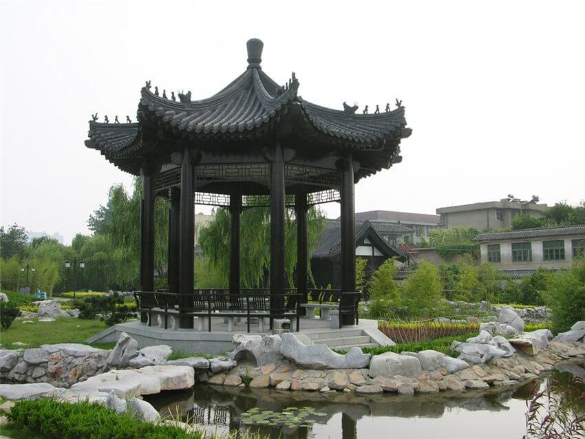 Китайская беседка в саду