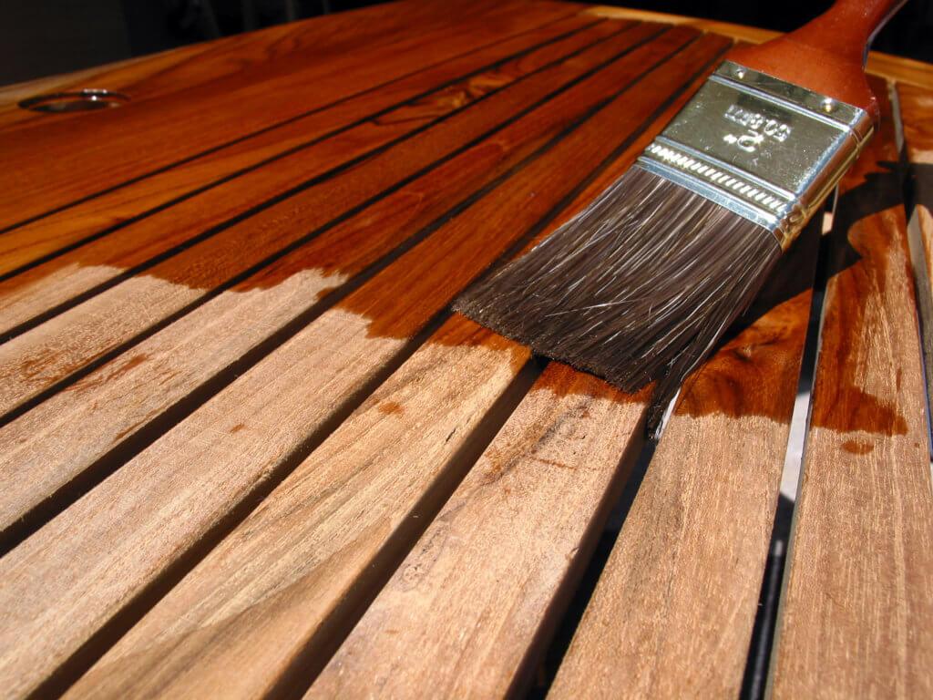 Обработка древесины маслом