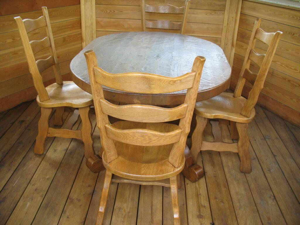 Обыкновенный стул для беседки